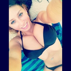 amateur photo Black bikini top