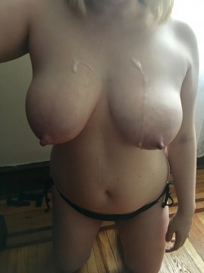 amateur photo [F] I let him cum on my big tits