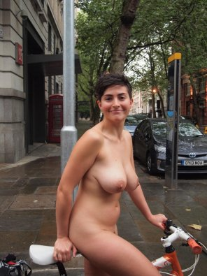 amateur photo Naked cyclist with great pair