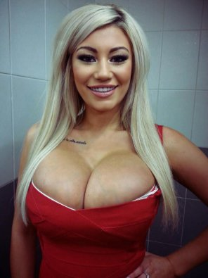 amateur photo Blonde on red
