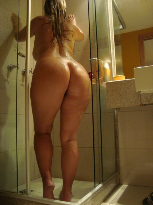 Love me a thick woman in the shower Porn Photo