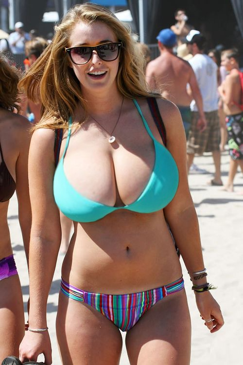 Curvy bikini milf