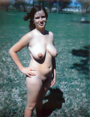 amateur photo Sexy Nudist Suzanne