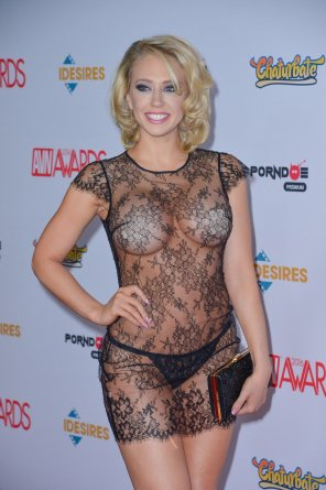 amateur photo Kagney Linn Karter - AVN 2016