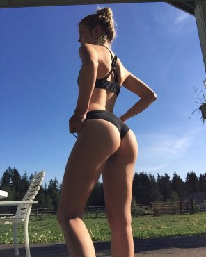 amateur photo Suns out, buns out.