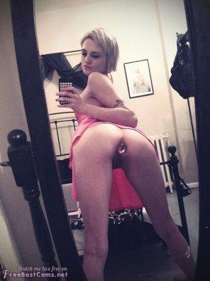amateur photo Buttplug Selfie [PIC]