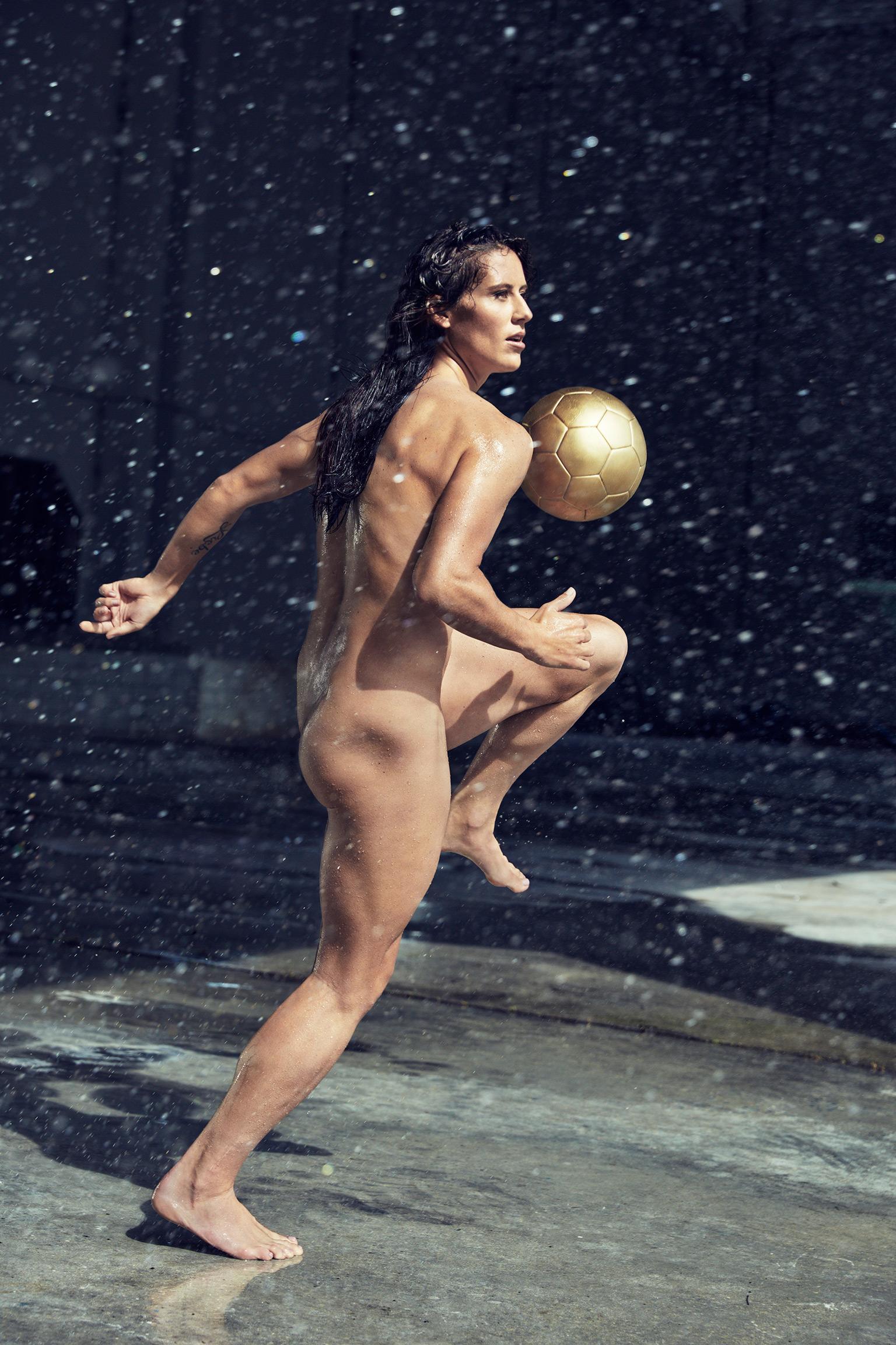 braless Topless Ali Krieger naked photo 2017
