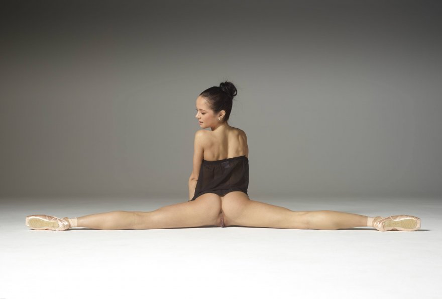 Magdalena - Explicit Ballet Porn Photo