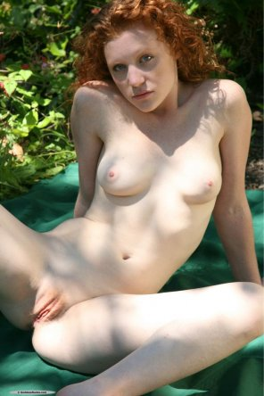 amateur photo Gorgeous young natural readhead spreading her legs