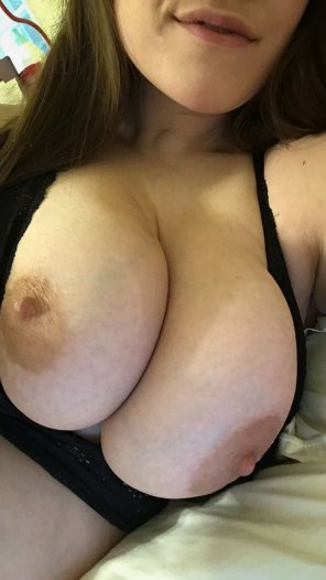amateur photo Early morning bewbs 👻 lucysexydoll