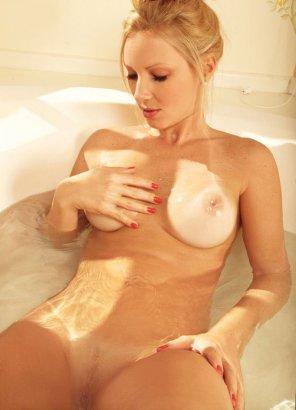 amateur photo Bath time beauty