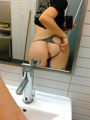 amateur photo Took a break from work by taking a butt selfie