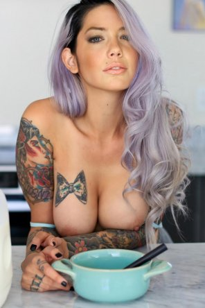 amateur photo Breakfast with a SuicideGirls