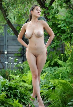 amateur photo Naked In the Garden