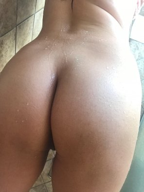 amateur photo Morning shower booty [f34]