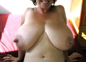 amateur photo MILF with Huge Nipps