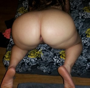 amateur photo Tell me what you'd do to this curvy hotwifes ass.