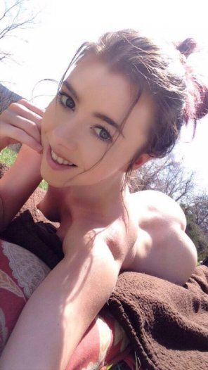 amateur photo Nude summer selfie by pretty brunette.
