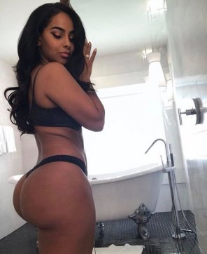 amateur photo Ayisha Diaz