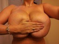 amateur photo Hand bra