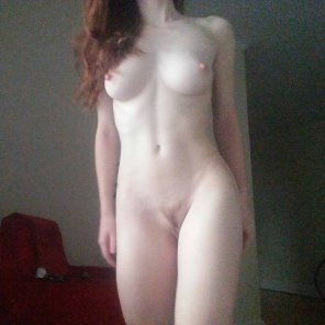 amateur photo Good morning! Here's my pale body glowing in the morning light ☼