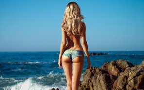 amateur photo Sun, sea and shorts