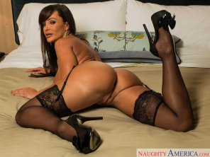 amateur photo Lisa Ann on a bed