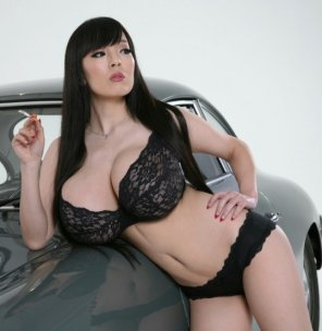 amateur photo Hitomi looking elegant in black