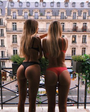 amateur photo Twins in Paris
