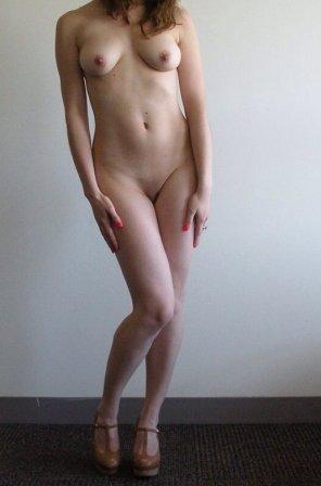 amateur photo [22f] Part-time nude model. AMA