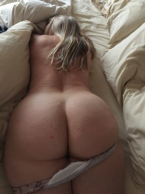 amateur photo Thick MILF booty
