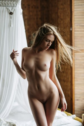 amateur photo Beauty in the bedroom