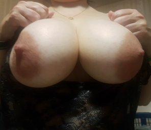 amateur photo IMAGENatural home grown tits [image]