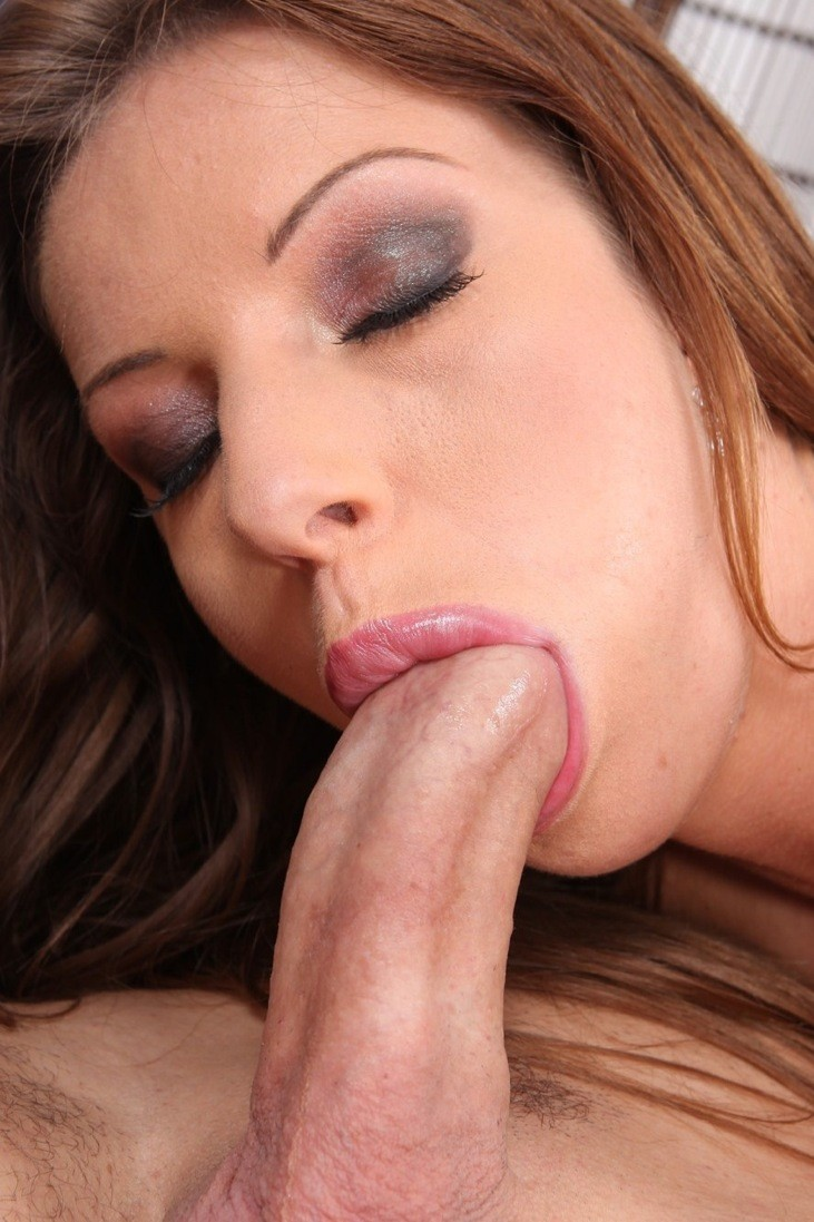 Luscious lips sucking dick