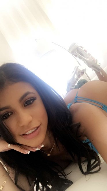 Easy on the eyes - Veronica Rodriguez Porn Photo