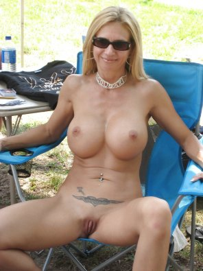 amateur photo Spreading milf