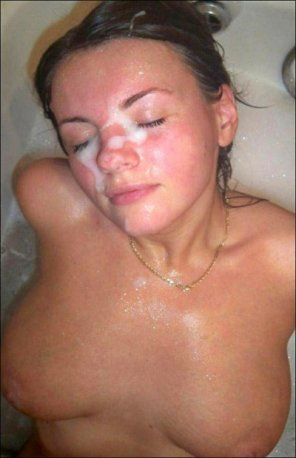 amateur photo Facial in bath