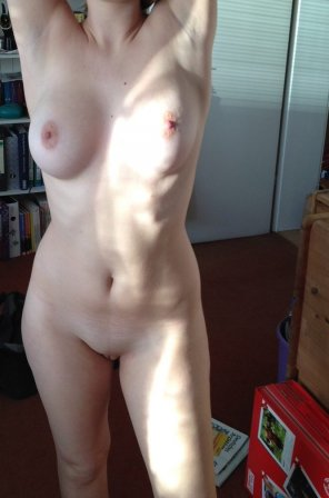 amateur photo Showing off