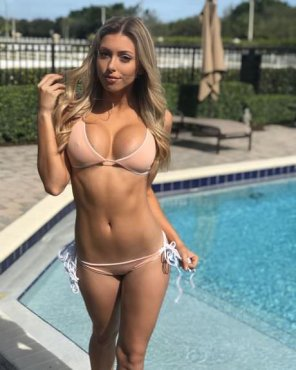 amateur photo Amanda Vance by the pool