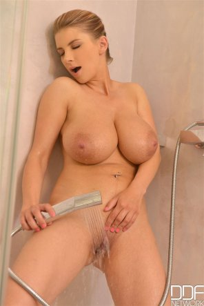 amateur photo Katerina in the shower