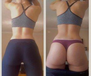 amateur photo Yoga pant pull down