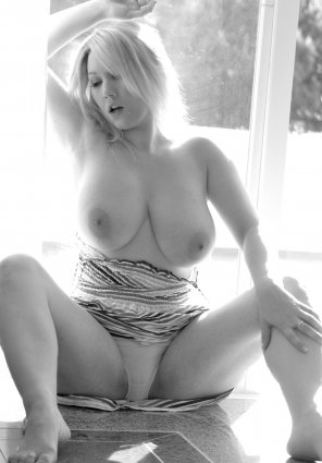 amateur photo Black and white beauty