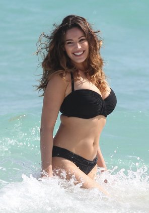 amateur photo Kelly Brook - Classy Thickness
