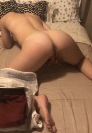 amateur photo Getting herself ready for me