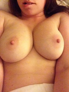 amateur photo [F] I'm Horny And Willing To Trade Some Nudes! SC: enise982
