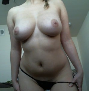 amateur photo Awesome firm boobs
