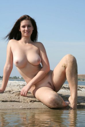 amateur photo Sitting on the beach