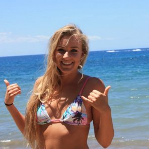 amateur photo Babe at beach.