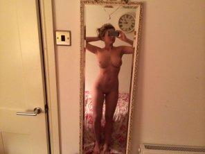 amateur photo Full length mirror selfie