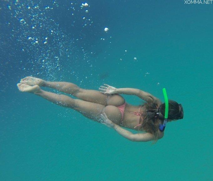 A hot ass underwater Porn Photo